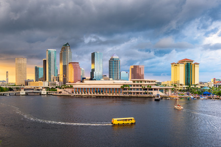 Tampa, Florida, USA downtown skyline on the bay at dusk with water traffic. Imagens