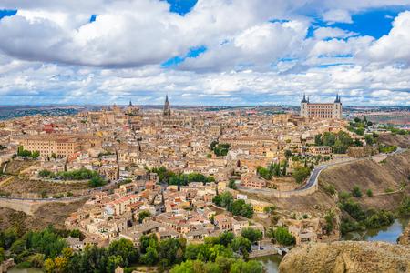 Toledo, Spain old town city skyline atr dawn. Imagens