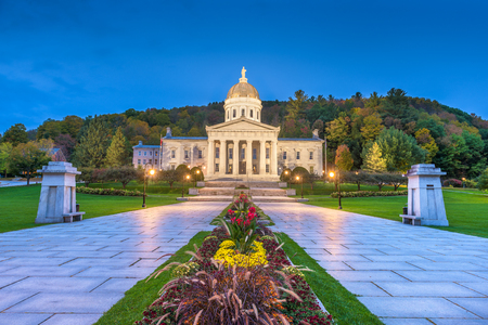 The Vermont State House in Montpelier, Vermont, USA in the afternoon. Imagens