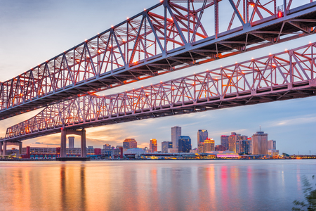 New Orleans, Louisiana, USA at Crescent City Connection Bridge over the Mississippi River at dusk. 版權商用圖片
