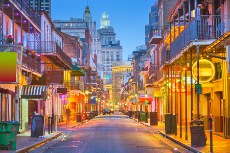 Bourbon St, New Orleans, Louisiana, USA cityscape of bars and restaurants at twilight. 스톡 콘텐츠
