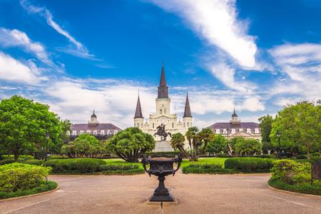 New Orleans, Louisiana, VS op Jackson Square en St. Louis Cathedral in de ochtend. Stockfoto
