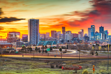 Denver, Colorado, USA downtown city skyline at dawn. 版權商用圖片 - 123003685