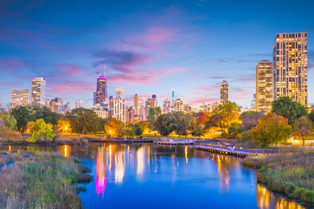 Chicago, Illinois, USA downtown skyline from Lincoln Park at twilight. 版權商用圖片