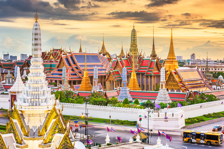 Bangkok, Thailand at the Temple of the Emerald Buddha and Grand Palace at dusk. Stok Fotoğraf