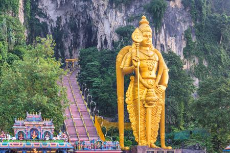 Batu Caves statue and entrance near Kuala Lumpur, Malaysia. 版權商用圖片