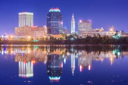 Springfield, Massachusetts, USA downtown skyline at dusk. Imagens