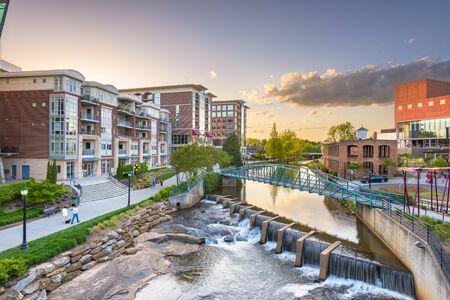 Greenville, Carolina del Sur, EE.UU. paisaje urbano céntrico al anochecer. Foto de archivo