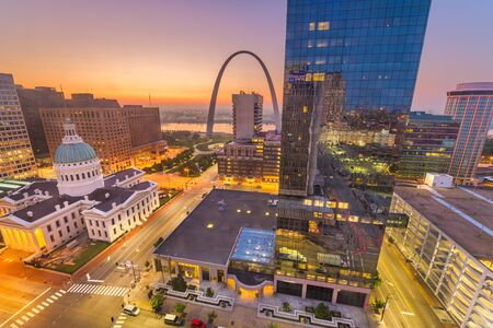 St. Louis, Missouri, USA downtown cityscape with the arch and courthouse at dusk. Stock Photo - 129698156