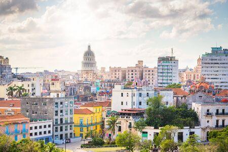 Havana, Cuba downtown skyline on the Malecon. 写真素材 - 129698208