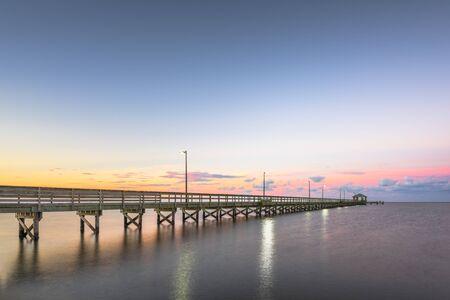 Biloxi, Mississippi at Lighthouse Pier at dawn. 版權商用圖片