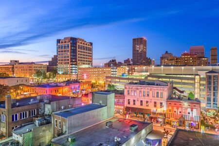 Memphis, Tennesse, USA downtown cityscape at dusk over Beale Street. Banco de Imagens