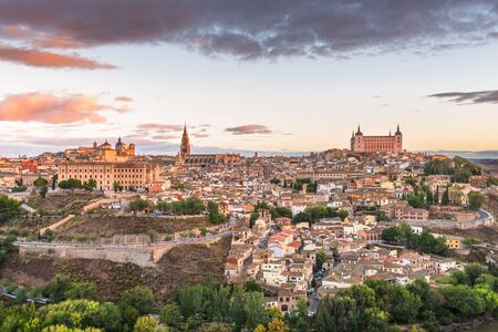 Toledo, Spain old town at dawn. 免版税图像