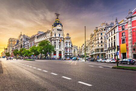 Madrid, Spagna paesaggio urbano a Calle de Alcala e Gran Via.