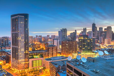 Chicago, Illinois, USA downtown roooftop skyline at dawn. Фото со стока