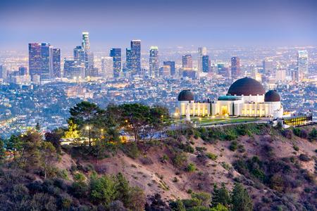 Los Angeles, California, Stati Uniti d'America skyline del centro da Griffith Park al crepuscolo.