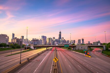 Chicago, IL, USA downtown cityscape highways at dawn. Banco de Imagens