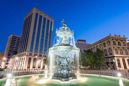 Montgomery, Alabama, USA fountain and downtown cityscape at twilight. Standard-Bild