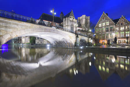 Ghent, Belgium old town cityscape at night on the Leie River with St. Michael's Church and bridge. Standard-Bild