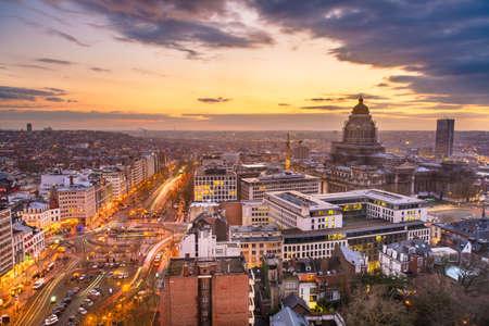 Brussels, Belgium cityscape at Palais de Justice during dusk. 版權商用圖片