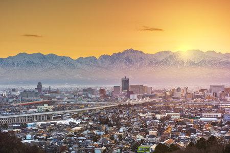Toyama, Japan downtown city skyline with Tateyama Mountain at dawn. 版權商用圖片