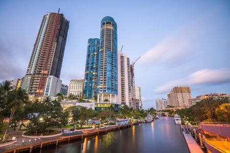 Ft. Lauderdale, Florida, USA cityscape on the river. 版權商用圖片