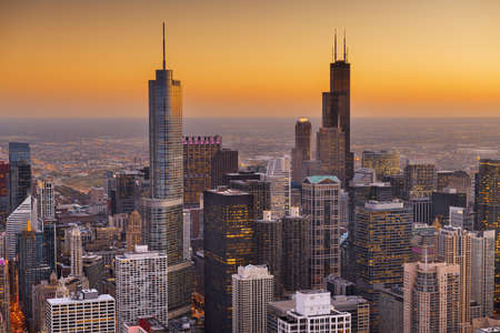 Chicago, Illinois, USA aerial cityscape with financial district buildings at dusk. 版權商用圖片