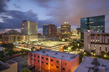 Ft. Lauderdale, Florida, USA downtown cityscape at dusk. 版權商用圖片