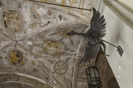 decorates: Dragoon sculpture that decorates an ancient building