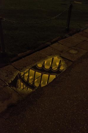 pozo de agua: Torre de Pisa refleja en una charca
