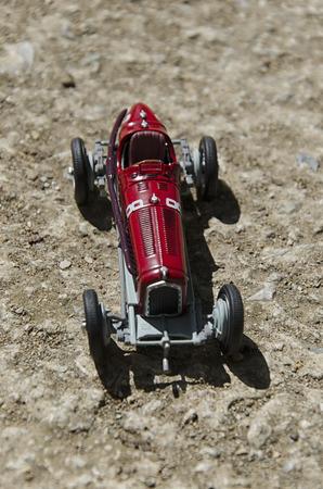 competitividad: Ver modelo de un coche clásico en el sol Foto de archivo