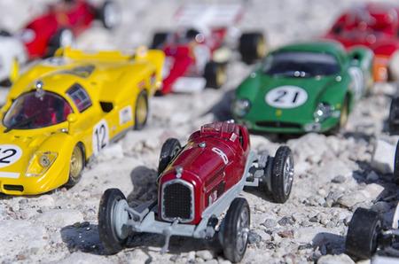 competitividad: Ver Modelos de coches clásicos en el sol