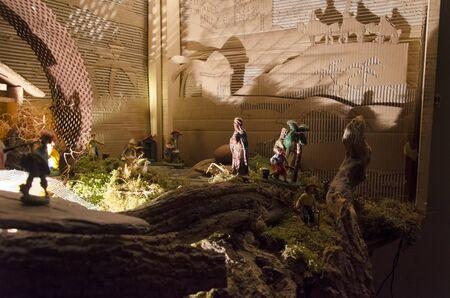 Vue sur les figurines de la nativité de la scène de Noël