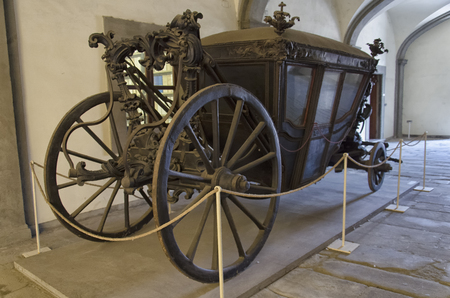 the coachman: View of a elegant carriage of the nineteenth century