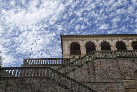 View of a sheepish sky above the Villa dei Vescovi Archivio Fotografico - 95268805