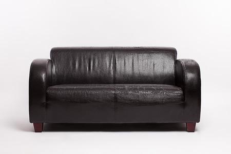kanapa: Old leather couch on white background Zdjęcie Seryjne