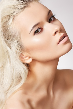 Alluring model face with naturel daily spa make-up and long blond hair. Purity skin, shiny hair