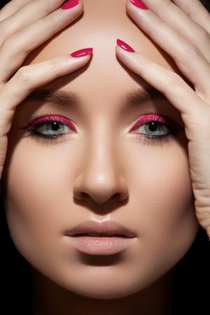 beautiful close up portrait of fashion woman model with glamour magenta makeup. Foto de archivo