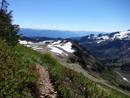 tarn: The view of North Cascade mountains and Goat Lake from a trail Stock Photo