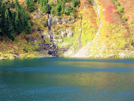 winchester: Autumn colored Twin Lakes near Winchester Mountain in Washington State