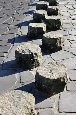 Stepping stones dans un ruisseau sec Banque d'images - 99080602