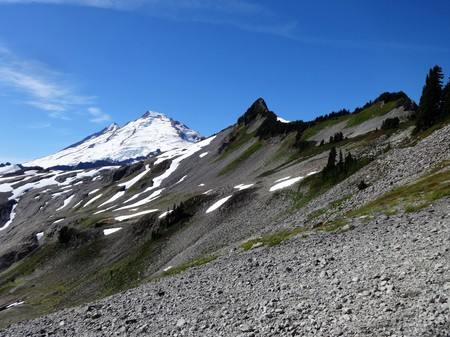A Stunning view of glaciers on Mount Baker from Ptarmigan Ridge