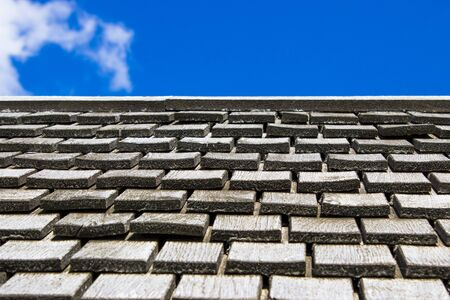 Piastrelle di legno su un tetto Archivio Fotografico