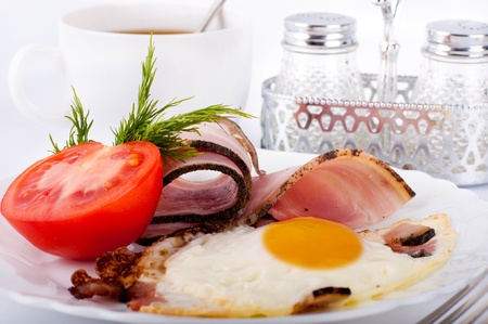 Fried eggs with bacon and tomatoes, a nourishing breakfast Stock Photo - 12949410