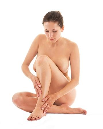mujer desnuda senos: La joven desnuda sobre un fondo blanco