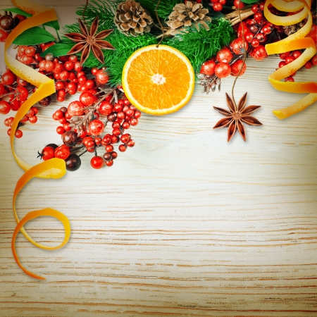Christmas berries and spruce branch with cones and oranges Stockfoto