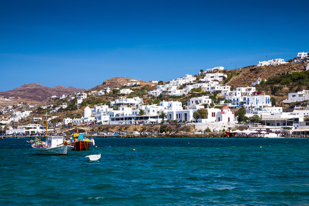 case colorate: Greek island with colorful houses and yachts. Archivio Fotografico