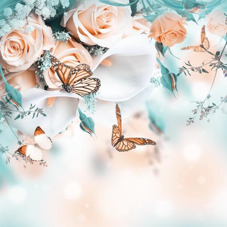 femme papillon: Bouquet pour la mariée de roses jaunes et blanches lys calla, papillon. Banque d'images