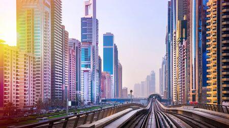 Vista general del puerto deportivo de Dubai. Línea del horizonte de la ciudad.