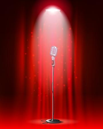 Micrófono vintage contra telón de fondo de la cortina y foco.